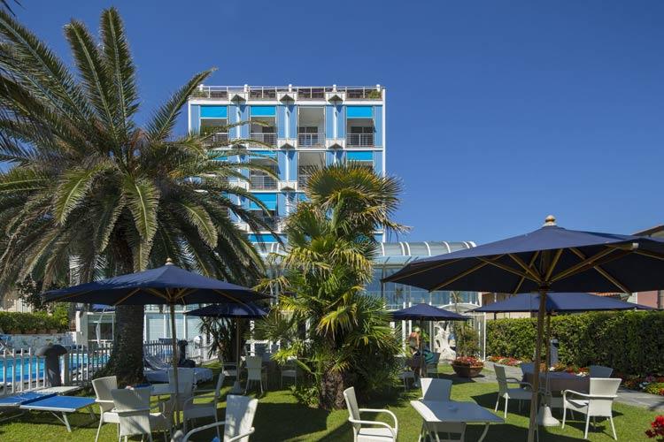 facciata_hotel_excelsior_massa